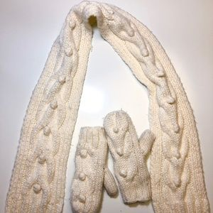 Gap Kids Ivory Knit Mittens and Scarf Set